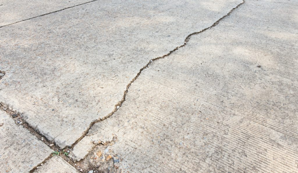 driveway crack sealer